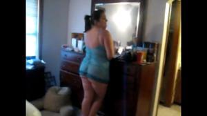 Женщина с округлой попкой трахается с негром - скриншот #1