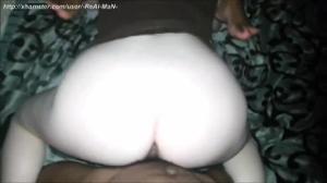 Семейная пара негров пригласила в постель белую бабу - скриншот #10