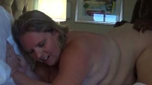 Толстячка Никки ебется с негром и в комнату заходит муж - скриншот #16