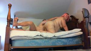 Мужчина гордо ебет толстую жену - скриншот #3