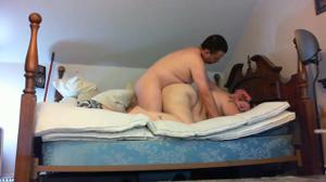 Мужчина гордо ебет толстую жену - скриншот #5