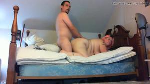 Мужчина гордо ебет толстую жену - скриншот #9