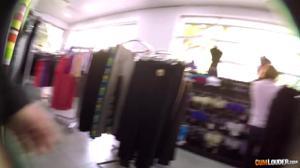 Перепих в торговом центре с сочной латинкой - скриншот #3