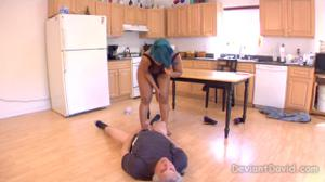 Седой мужик вылизывает жопу негритянки - скриншот #13