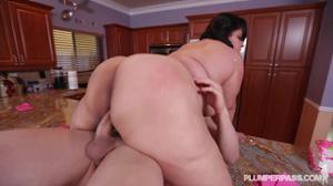 Праздничный секс жирухи - скриншот #18