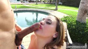 Секс у бассейна с кубинкой - скриншот #9