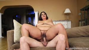 Секс с очень красивой толстушкой - скриншот #10