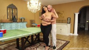 Секс с очень красивой толстушкой - скриншот #3