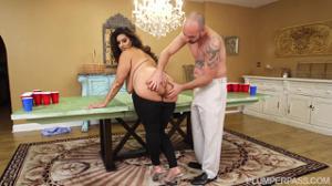 Секс с очень красивой толстушкой - скриншот #4