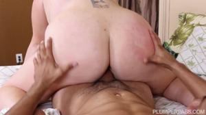 Жирная Наталия сношается с мужиной после душа - скриншот #15