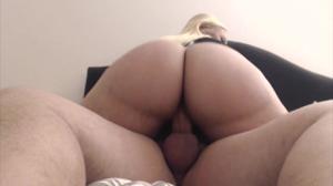 Жопастая блондинка скачет на хую - скриншот #11