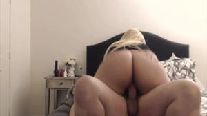 Жопастая блондинка скачет на хую - скриншот #19