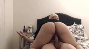 Жопастая блондинка скачет на хую - скриншот #21