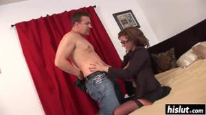 Шикарная женщина сношается с мужиком - скриншот #2