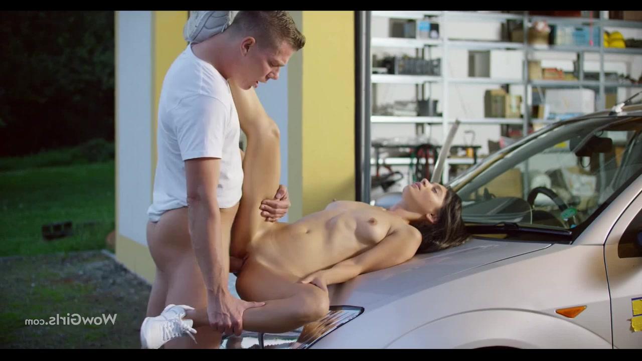 Переспала в гараже с парнишкой