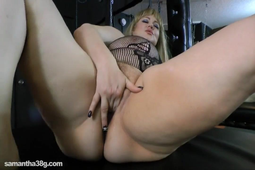 Дама с огромными дойками пизду надрачивает