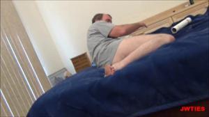 Брюнетка дает в попку взрослому мужчине - скриншот #14