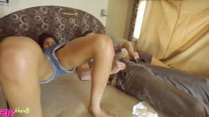 Трахнули молодых попутчиц в доме на колесах - скриншот #20