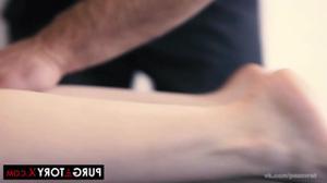 Ебут вдвоем жену на массаже - скриншот #7