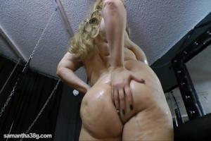 Дама с огромными дойками пизду надрачивает - скриншот #20