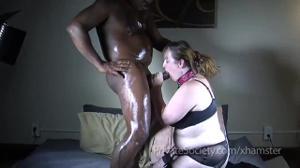 Пузатый негр натягивает на писюн манду толстой женщины - скриншот #2