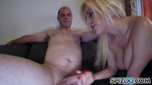 Блонда с сочной попкой кувыркается в кровати с любовником - скриншот #13