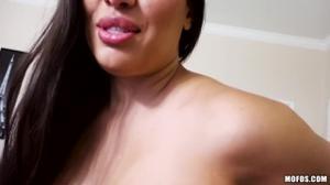 Сексапильная латинская милфа занимается аналом - скриншот #6