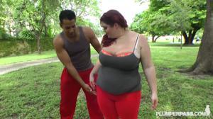Толстушка переспала с тренером мулатом - скриншот #2