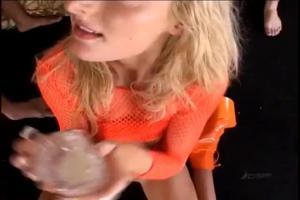 Мелиссу напоили спермой - скриншот #11