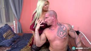 Мужик дрюкнул зрелую блондинку - скриншот #2