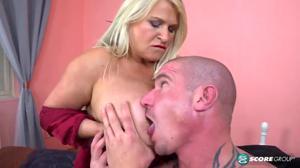 Мужик дрюкнул зрелую блондинку - скриншот #3