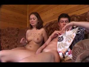 Красивая девушка ебется за долги - скриншот #5