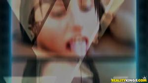 Красивая тетка соблазняет молодую на лесби секс - скриншот #21