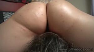 Доминантная брюнетка уселась пиздой на лицо девушке - скриншот #19