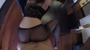 Секс в разодранных колготках - скриншот #8