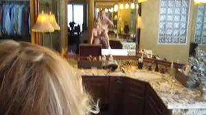 Отодрал стройную жену в ванной - скриншот #15