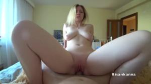 Домашний трах блондинки с сиськами - скриншот #13