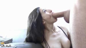 Стройная брюнетка испытывает оргазмы от вагинала и анала - скриншот #21