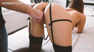 Студентка снимается в своем первом видео - скриншот #4