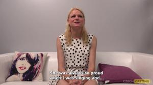 Худая Ева раздевается до трусов на кастинге - скриншот #12