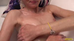 Худая Ева раздевается до трусов на кастинге - скриншот #16