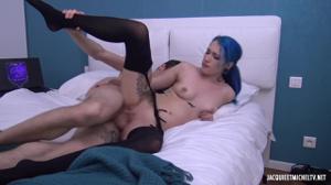 Страстный брюнет порадовал ненасытную нимфоманку сексом, а после подарил ей камшот - скриншот #16