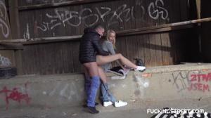 Водила трахнул сучку под заброшенным мостом - скриншот #10