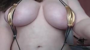Сочная телочка в микробикини развлекает зрителей порно чата - скриншот #14