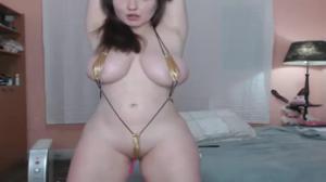 Сочная телочка в микробикини развлекает зрителей порно чата - скриншот #16