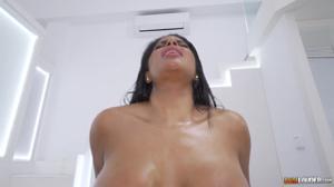 Секс от первого лица с классной венесуэлкой - скриншот #9
