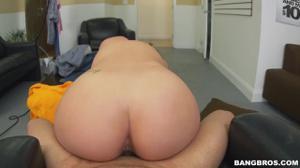 Латинская горничная ублажает хозяина ртом и вагиной - скриншот #16