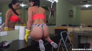 Латинская горничная ублажает хозяина ртом и вагиной - скриншот #7