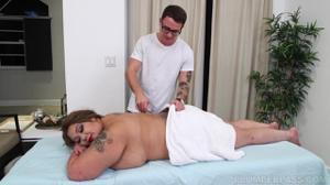 Толстая азиатка ебется на массаже - скриншот #2