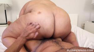 Жирная мулатка заплатила за секс мужчине - скриншот #14